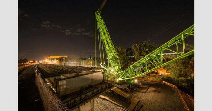 What's green and lifts 750 tonnes?