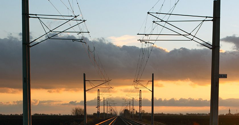 Construction on a range of Queensland rail infrastructure projects worth $305 million are estimated to support more than 1150 regional jobs, according to the State Government.