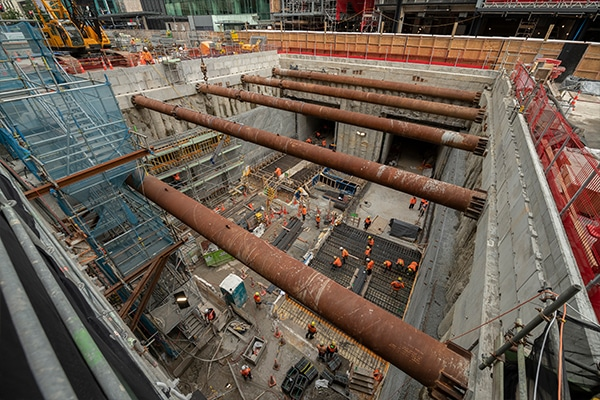 Three construction companies and three design companies have teamed up to deliver the stations and tunnels for Auckland $4 billion City Rail Link, following the signing of a new contract.