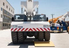 The issue of derating the cranes lift capacity when operating on uneven surfaces led DRA Group to develop the Autoleveller System for its high capacity Humma 55T pick and carry crane.