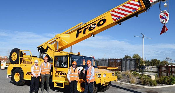 Over the last 25 years, DRA Engineering has continued to develop the Humma range of pick and carry cranes. Much of this is as a result of customer feed-back. The Freo Group (Freo) embraced the early model Hummas, but after trialling them for some time they were returned. It would be close to two decades before Hummas were back in the Freo fleet.